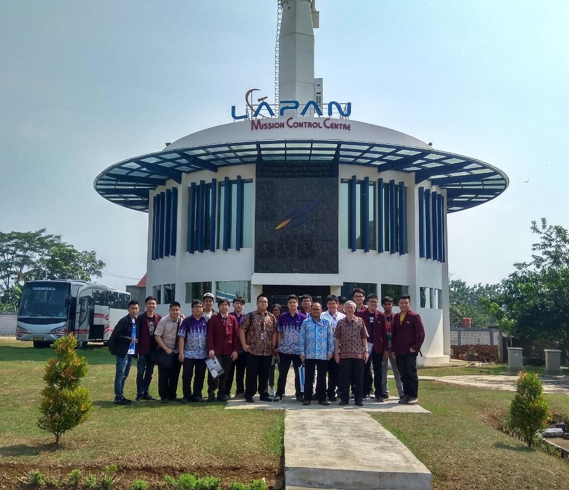 Kunjungan ke Pusat Teknologi Satelit Lapan